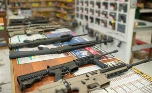 Des armes en vente dans une boutique de Roseburg, dans l'Oregon, le 2 octobre 2015