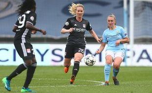 Ici opposée à la Mancunienne Georgia Stanway, Amandine Henry a eu l'une des meilleures opportunités lyonnaises de la rencontre à la dernière minute de jeu ce dimanche.