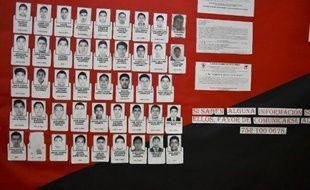 Portraits des 43 étudiants mexicains disparus à Iguala, sur les murs du réfectoire de leur école normale d'Ayotzinapa dans l'Etat de Guerrero, le 26 octobre 2014