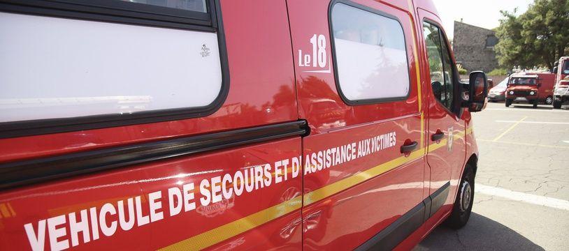 Un camion de pompiers. (Illustration)