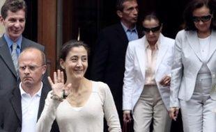 """Ingrid Betancourt affirme désormais vouloir passer plus de temps """"toute seule"""" avec ses enfants, Mélanie, 22 ans, et Lorenzo, 19 ans."""