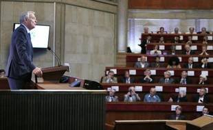 Le gouvernement français se penche mercredi sur la ratification du traité budgétaire européen, dénoncé par une partie de la gauche qui y voit l'institutionnalisation des politiques d'austérité, même si le texte sera in fine voté au Parlement en octobre grâce à la droite.