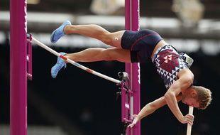 Kevin Mayer au saut à la perche à Londres