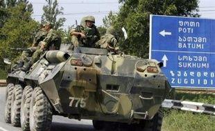 """Le président russe Dmitri Medvedev a promis dimanche de retirer à partir de lundi ses troupes de Géorgie, qui accuse Moscou de """"fortifier"""" ses positions sur son territoire"""