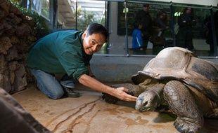 Norin Chai, vétérinaire et directeur adjoint de la Ménagerie du Muséum national d'histoire naturelle à Paris, le 10 mars 2011.