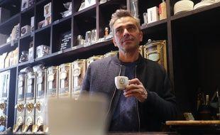Le torrefacteur Christophe Servell au comptoir Terres de café