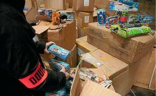 Sur les 25000 jouets saisis dans ce hangar d'Argenteuil, 9000 étaient «dangereux».