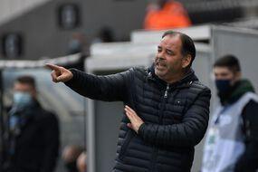 L'entraîneur d'Angers Stéphane Moulin lors du match de Ligue 1 contre Rennes, samedi au stade Raymond-Kopa.