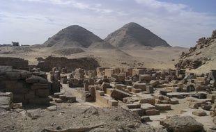 Vue depuis le temple funéraire de Sahourê des pyramides de Niousserrê et Neferirkarê,Abousir
