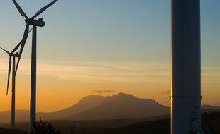 La montage Sainte-Victoire ne se trouve qu'à une quinzaine de kilomètres à vol d'oiseau des éoliennes.