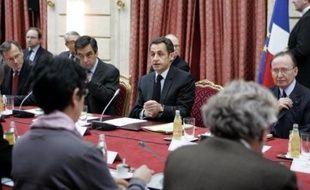 Une majorité de Français (60%) jugent que les mesures annoncées par le président Nicolas Sarkozy à l'issue du sommet social de mercredi ne sont pas efficaces, selon un sondage CSA à paraître vendredi dans Le Parisien/Aujourd'hui en France.