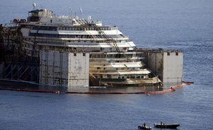 Redressé, le Costa Concordia va partir pour Gênes.