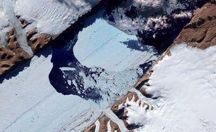 Image du glacier Petermann du Groenland prise par la Nasa, le 27 juillet 2012