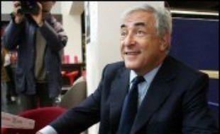 """Dominique Strauss-Kahn, candidat à l'investiture socialiste pour la présidentielle, a affirmé dimanche qu'il """"faut que la gauche soit capable de répondre à la question centrale qui est celle des Français aujourd'hui et qui est la précarité, l'emploi, le pouvoir d'achat""""."""