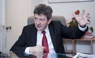 Le 18 avril 2012. Jean-Luc Melenchon, candidat a l'election presidentielle avec son parti Front de gauche, en interview dans le bureau de son qg de campagne aux Lilas. // PHOTO : V. WARTNER / 20 MINUTES