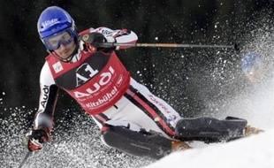 Le Français Jean-Baptiste Grange, vainqueur de trois des six slaloms de Coupe du monde disputés cette saison, défie Benjamin Raich mardi soir à Schladming, sur la piste fétiche de l'Autrichien.