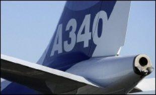 La compagnie aérienne finlandaise Finnair a commandé sept long-courriers A340 et A330 auprès d'Airbus, afin de remplacer des Boeing MD-11, ainsi que deux A350XWB supplémentaires, en sus des neuf déjà commandés, ont annoncé jeudi les deux groupes dans des communiqués séparés.