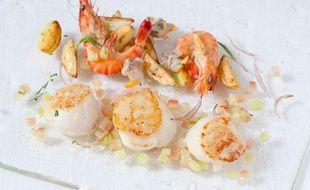 Saint-Jacques, coques à la rhubarbe et crevettes.
