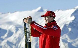 """L'accident de ski dont a été victime le 29 décembre en France l'ex-champion automobile allemand Michael Schumacher n'a été provoqué par """"aucune infraction"""", a déclaré lundi le procureur français chargé de l'affaire, Patrick Quincy, en annonçant le classement de l'enquête."""