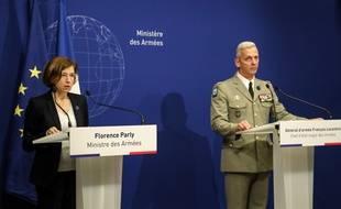 La ministre de la Défense, Florence Parly, et le chef d'état-major des armées, Francois Lecointre, lors d'une conférence de presse après la libération de quatre otages par les forces françaises, le 10 mai 2019.