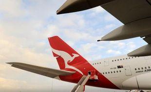 La compagnie australienne Qantas a annoncé vendredi qu'elle reportait à 2016/2017 la réception de deux avions gros porteurs A380 d'Airbus livrables en 2013, dans le cadre de son programme d'économies destiné à enrayer le déclin de ses performances opérationnelles.