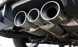 Des pots d'échappement d'une voiture diesel (Illustration).
