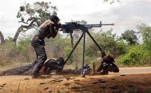 Le Sri Lanka accordera une amnistie aux rebelles des Tigres tamouls qui déposeraient les armes face à l'offensive de l'armée gouvernementale, a annoncé jeudi au Parlement le Premier ministre Ratnasiri Wickremanayake.