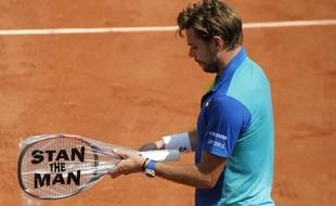 Switzerland's Stan Wawrinka changes his racket as he plays Ukraine's Alexandr Dolgopolov during their second round match of the French Open tennis tournament at the Roland Garros stadium, Thursday, June 1, 2017 in Paris.