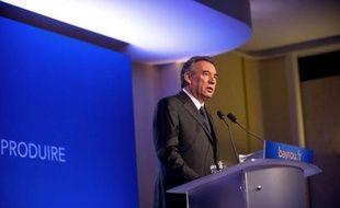 """François Bayrou, candidat MoDem à l'Elysée, a qualifié mardi de """"faute"""" l'adoption définitive la veille par le parlement d'une proposition de loi pénalisant la négation du génocide arménien, reprochant à Nicolas Sarkozy et François Hollande de l'avoir soutenue."""