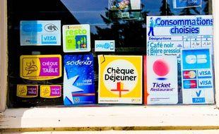 Plusieurs moyens de paiement, dont des tickets resto.
