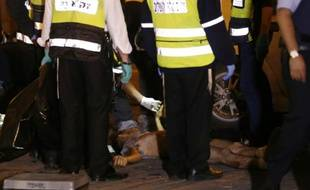 Un Palestinien a été abattu après avoir blessé au couteau un policier israélien près de la Vieille ville de Jérusalem, le 3 décembre 2015
