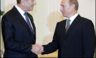Le Premier ministre israélien Ehud Olmert s'est employé mercredi à rallier le président russe Vladimir Poutine à l'idée de sanctions plus sévères contre l'Iran, accusé de chercher à se doter de l'arme nucléaire sous couvert d'un programme nucléaire civil réalisé avec la Russie.