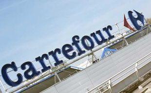 Une enseigne Carrefour en avril 2011.