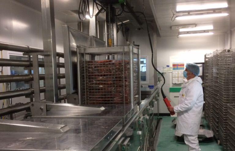 Bordeaux : La cuisine centrale teste des recettes pour bannir le plastique de ses fourneaux
