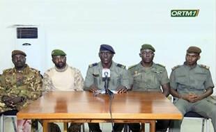 Des militaires se présentant comme le comité national du salut du peuple ont pris le pouvoir au Mali, provoquant la démission de son président, Ibrahim Bounacar Keita.