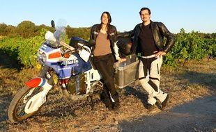 Fanny et Gabriel partent en moto au Népal.