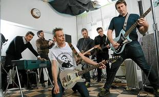 Didier Wampas (au centre) et les Bikini Machine sont partis à Londres pour enregistrer.
