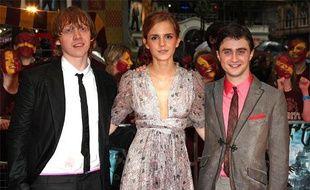 """Les acteurs Rupert Grint, Emma Watson et Daniel Radcliffe, lors de la première mondiale de """"Harry Potter et le Prince de sang mêlé"""" à Londres, le 7 juillet 2009."""