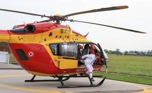 Un hélicoptère de Dragon 67, le service de secours.