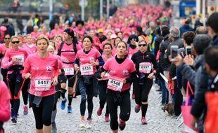 Illustration de la Strasbourgeoise, course organisée dans le cadre d'une campagne d'information et de sensibilisation contre le cancer du sein pour octobre rose 2016.