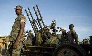 La force de l'Union africaine en Somalie a chassé hors de Mogadiscio les islamistes shebab, également confrontés aux armées kenyane et éthiopienne dans le sud et le centre du pays, mais ces gains militaires restent fragiles, préviennent les analystes.