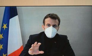 Emmanuel Macron, infecté par le coronavirus, est en isolement à Versailles.