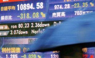 Les cours des bourses asiatiques ont plongé, comme ici à Tokyo, le 28 avril 2010