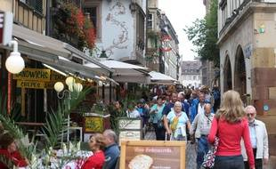 Strasbourg le 18 septembre 2014. Des rues commerçantes dans Strasbourg. Illustrations