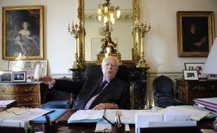 """Le sénateur-maire UMP de Marseille Jean-Claude Gaudin a évoqué mardi son intérêt pour la présidence du groupe UMP au Sénat, assurant être """"prêt"""" à consacrer de son temps pour ses """"amis sénateurs"""" si l'actuel titulaire du poste, Gérard Longuet, rentrait au gouvernement."""