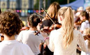 En 2018, un peu plus de 40 000 enfants en France bénéficiaient d'un programme d'initiation à la musique par la pratique orchestrale