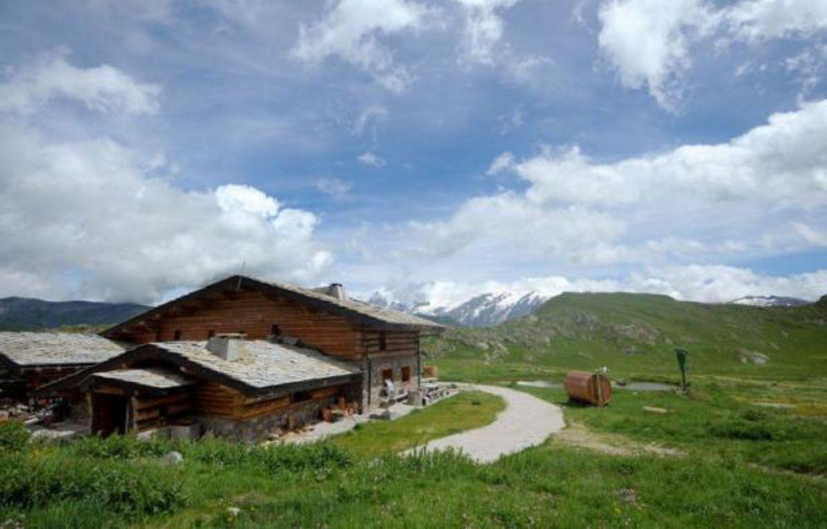 Dans les Alpes, un propriétaire de refuge aux allures de Géo Trouvetout a bâti à 2.000 mètres d'altitude un refuge autonome, fonctionnant aux seules énergies renouvelables, une exception parmi les 300 refuges de montagne français, en retard en termes de solutions écologiques. – Jean-Pierre Clatot afp.com