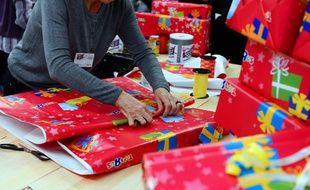 Des paquets et des paquets cadeaux. (illustration)