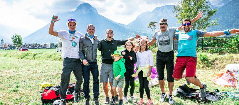 Le petit Marceau (8 ans) a effectué le 11 septembre son premier vol en parapente avec sa famille, depuis le col de la Forclaz (Haute-Savoie).