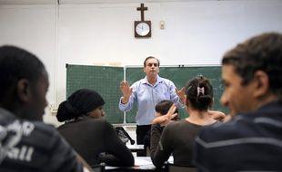 Des élèves de confession musulmane assistent à un cours de philosophie, le 9 octobre 2009 au collège privé catholique Saint-Mauront, à Marseille.